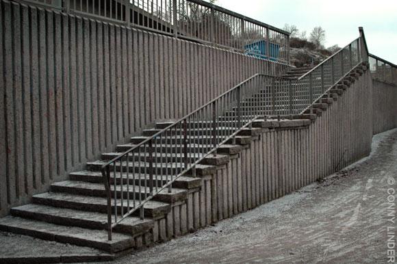 Trappa mot Folkungagatan som med största sannolikhet är uppförd för att föra trafikanter till och från Värmdöbussarnas hållplats.