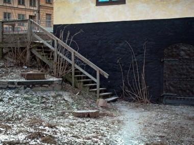 Här låg en gammal ungdomsgård, 14 steg.