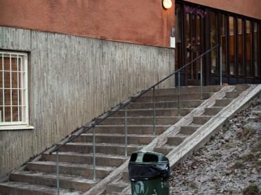 En trappa för att de boende i Katarina Kyrkobacke 18 ska ha närmare till Högbergsgatan.