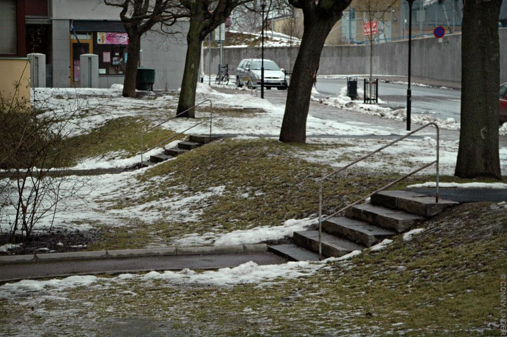 Två marklagda stentrappor