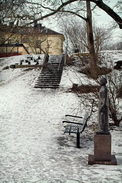 Trappor vid Elsa Borgs staty