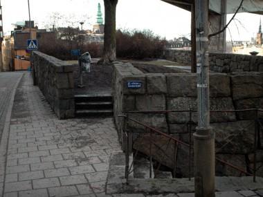 Utgång mot Klevgränd. Harald Lindbergs trappa t.h.