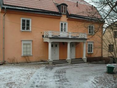 Bild 1. Den pampiga huvudingången